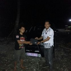 Foto Penyerahan Unit 1 Sales Marketing Mobil Dealer Daihatsu Agung