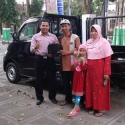 foto-penyerahan-unit-1-sales-marketing-mobil-dealer-daihatsu-tuban-rohman