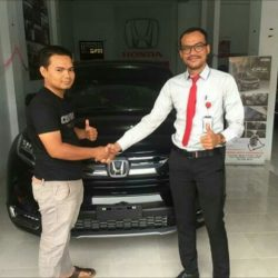Foto Penyerahan Unit 1 Sales Marketing Mobil Dealer Honda Aceh Reyzi
