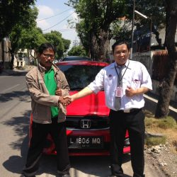 Foto Penyerahan Unit 1 Sales Marketing Mobil Dealer Honda Dinar