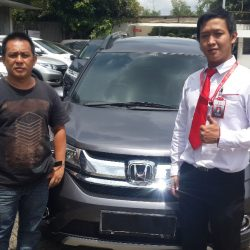 Foto Penyerahan Unit 1 Sales Marketing Mobil Dealer Honda Pluit Tjhai Andre