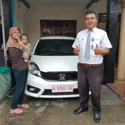Foto Penyerahan Unit 1 Sales Marketing Mobil Dealer Honda Semarang Pungky