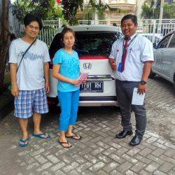 Foto Penyerahan Unit 1 Sales Marketing Mobil Dealer Honda Sidoarjo Rhizal
