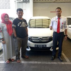 Foto Penyerahan Unit 1 Sales Marketing Mobil Dealer Honda Solo Ridwan