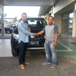 Foto Penyerahan Unit 1 Sales Marketing Mobil Dealer Mitsubishi Banjarmasin Irul