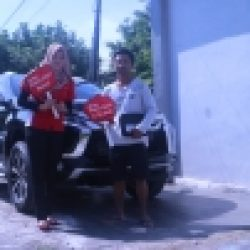 Foto-Penyerahan-Unit-1-Sales-Marketing-Mobil-Dealer-Mitsubishi-Jember-Indri
