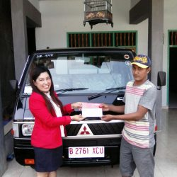 Foto Penyerahan Unit 1 Sales Marketing Mobil Dealer Mitsubishi Madiun Kunti