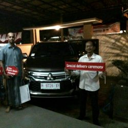 Foto Penyerahan Unit 1 Sales Marketing Mobil Dealer Mitsubishi Semarang Asiyanto