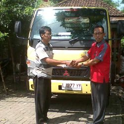 foto-penyerahan-unit-1-sales-marketing-mobil-dealer-mitsubishi-surabaya-syaifudin