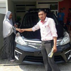 Foto Penyerahan Unit 1 Sales Marketing Mobil Dealer Nissan Cibubur Sapta