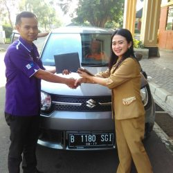 Foto Penyerahan Unit 1 Sales Marketing Mobil Dealer Suzuki Jaka