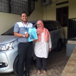 Foto Penyerahan Unit 1 Sales Marketing Mobil Dealer Toyota Endro