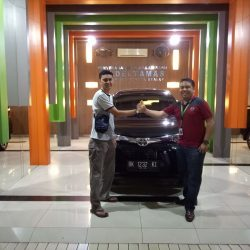 Foto Penyerahan Unit 1 Sales Marketing Mobil Dealer Toyota Jefri