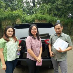 Foto Penyerahan Unit 1 Sales Marketing Mobil Dealer Toyota Joe Hadi