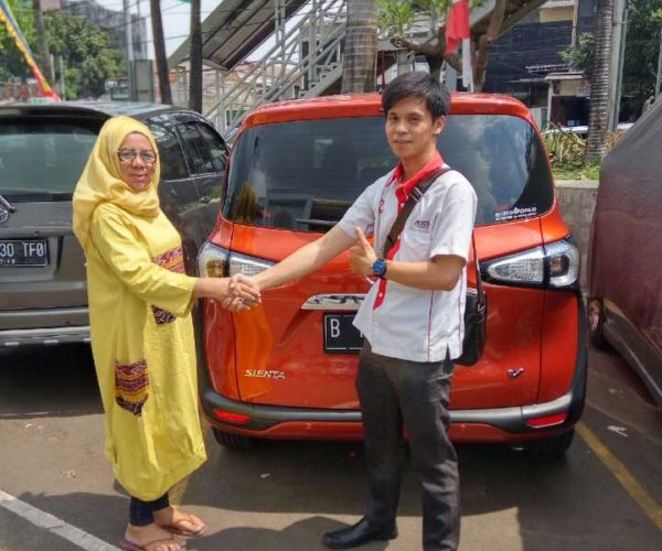 Foto Penyerahan Unit 1 Sales Marketing Mobil Dealer Toyota Permata Hijau Aep