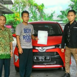 Foto Penyerahan Unit 1 Sales Marketing Mobil Dealer Toyota Serang Sulton