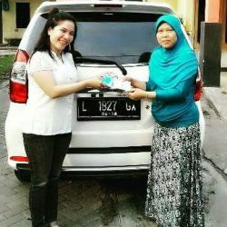 foto-penyerahan-unit-1-sales-marketing-mobil-dealer-toyota-sidoarjo-roca
