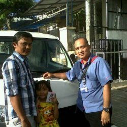 Foto Penyerahan Unit 10 Sales Marketing Mobil Dealer Daihatsu Cirebon Harry