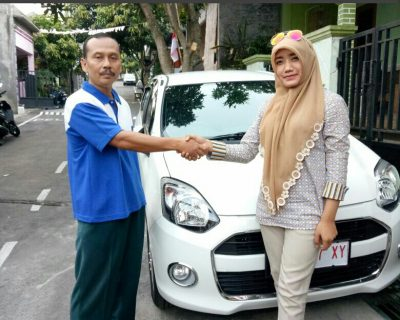 foto-penyerahan-unit-10-sales-marketing-mobil-dealer-daihatsu-salatiga-avi