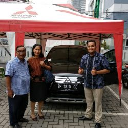 Foto Penyerahan Unit 10 Sales Marketing Mobil Dealer Mitsubishi Satrio