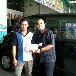 Foto Penyerahan Unit 11 Sales Marketing Mobil Dealer Daihatsu Cirebon Harry