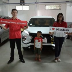 Foto Penyerahan Unit 11 Sales Marketing Mobil Dealer Mitsubishi Solo Agus