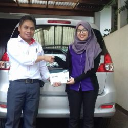 Foto Penyerahan Unit 11 Sales Marketing Mobil Dealer Suzuki Refni