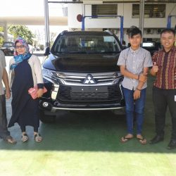 Foto Penyerahan Unit 12 Sales Marketing Mobil Dealer Mitsubishi Padang Tommy