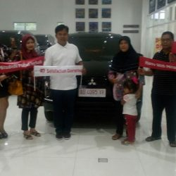 Foto Penyerahan Unit 12 Sales Marketing Mobil Dealer Mitsubishi Solo Agus