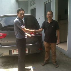 Foto Penyerahan Unit 12 Sales Marketing Mobil Dealer Nissan Cibubur Sapta