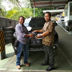 Foto Penyerahan Unit 2 Sales Marketing Mitsubishi By Surya