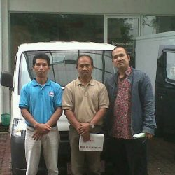 Foto Penyerahan Unit 2 Sales Marketing Mobil Dealer Daihatsu Cirebon Harry