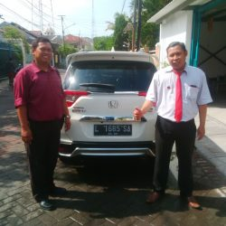 Foto Penyerahan Unit 2 Sales Marketing Mobil Dealer Honda Dinar