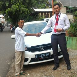 Foto Penyerahan Unit 2 Sales Marketing Mobil Dealer Honda Pondok Indah Adi