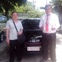 Foto Penyerahan Unit 2 Sales Marketing Mobil Dealer Honda Semarang Pungky
