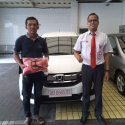 Foto Penyerahan Unit 2 Sales Marketing Mobil Dealer Honda Solo Ridwan