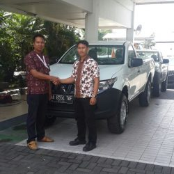 Foto Penyerahan Unit 2 Sales Marketing Mobil Dealer Mitsubishi Banjarmasin Irul