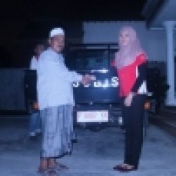 Foto-Penyerahan-Unit-2-Sales-Marketing-Mobil-Dealer-Mitsubishi-Jember-Indri