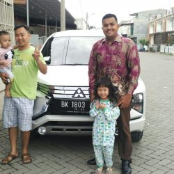 Foto Penyerahan Unit 2 Sales Marketing Mobil Dealer Mitsubishi Satrio