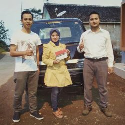Foto Penyerahan Unit 2 Sales Marketing Mobil Dealer Mitsubishi Tasikmalaya Denis