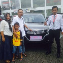 Foto Penyerahan Unit 2 Sales Marketing Mobil Dealer Mobil Honda Kudus Asif