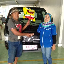 Foto Penyerahan Unit 2 Sales Marketing Mobil Dealer Suzuki Indramayu Dewi