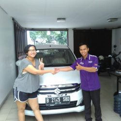 Foto Penyerahan Unit 2 Sales Marketing Mobil Dealer Suzuki Jaka