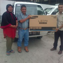 Foto Penyerahan Unit 2 Sales Marketing Mobil Dealer Suzuki Medan Leonard