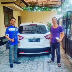 Foto Penyerahan Unit 2 Sales Marketing Mobil Dealer Suzuki Surabaya Bayu