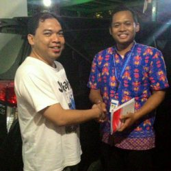 Foto Penyerahan Unit 2 Sales Marketing Mobil Dealer Toyota Endro