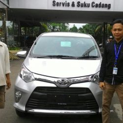 Foto Penyerahan Unit 2 Sales Marketing Mobil Dealer Toyota Serang Sulton