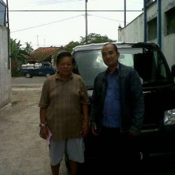 Foto Penyerahan Unit 3 Sales Marketing Mobil Dealer Daihatsu Cirebon Harry