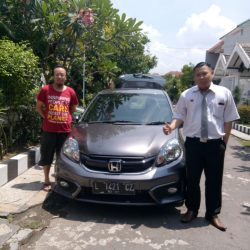 Foto Penyerahan Unit 3 Sales Marketing Mobil Dealer Honda Dinar