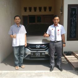 Foto Penyerahan Unit 3 Sales Marketing Mobil Dealer Honda Tuban Alib
